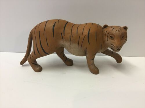Folk Art Tiger By Massachusetts Woodcarvers Tim & Diane Jumper 2011