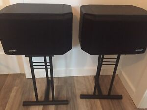 Deux hauts parleurs Bose + Bases