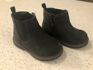 Boys boots (size 5)