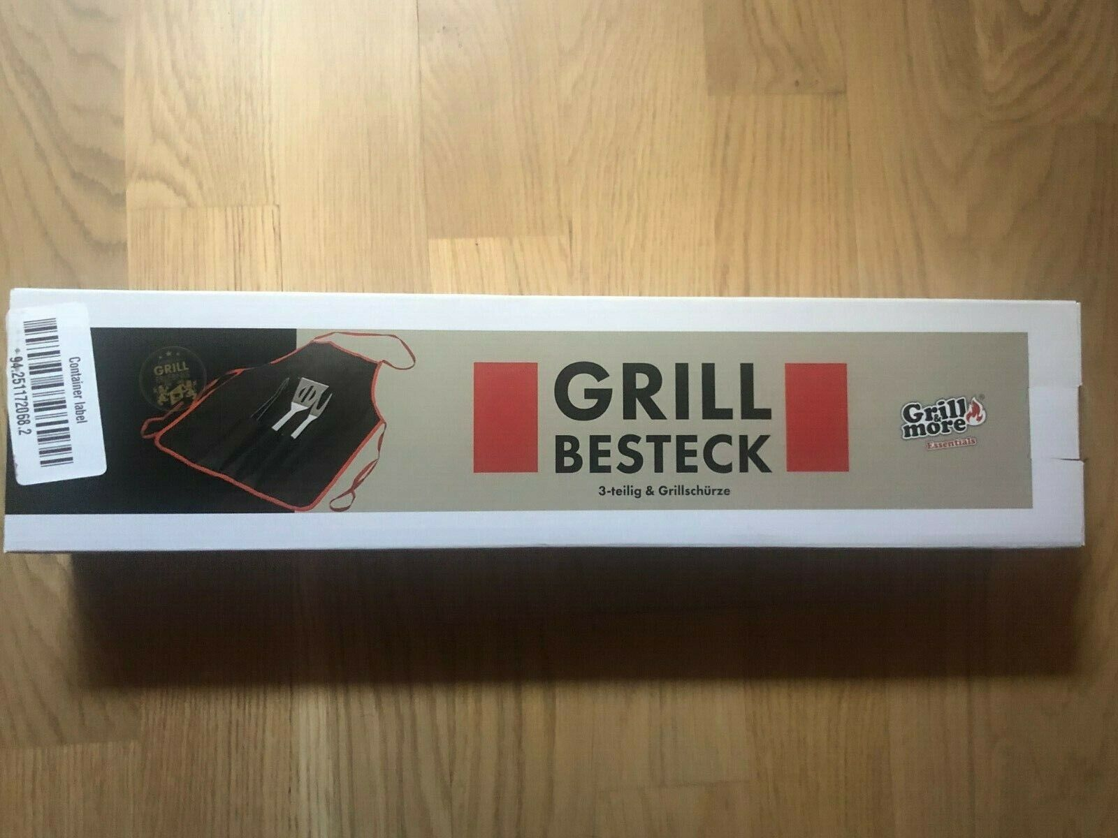 Grill&More drei-teiliges Grillbesteck und Grillschürze Grillzange Wender