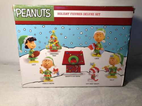 Peanuts Snoopy Holiday Deluxe Set Figures