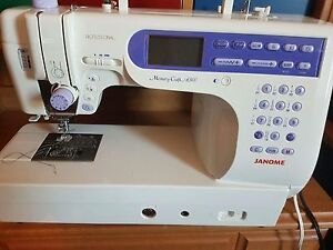 Sewing machine London Ontario image 2