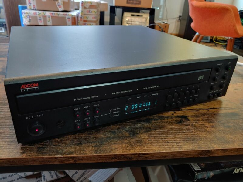 ADCOM GCD-700 - Audiophile 5 Disc CD Changer - works perfectly with remote