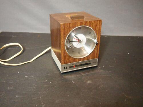 MIDCENTURY  1968 RCA RLD 30W Newscaster AM Clock Radio Rare
