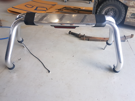 Np300 roll bar