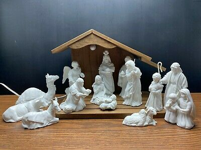 Avon Nativity Set 14 Porcelain Figurines in Boxes with Lighted Wood Stable