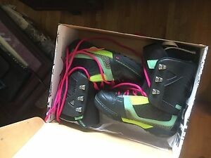 Women's snowboard boots - size 9.5
