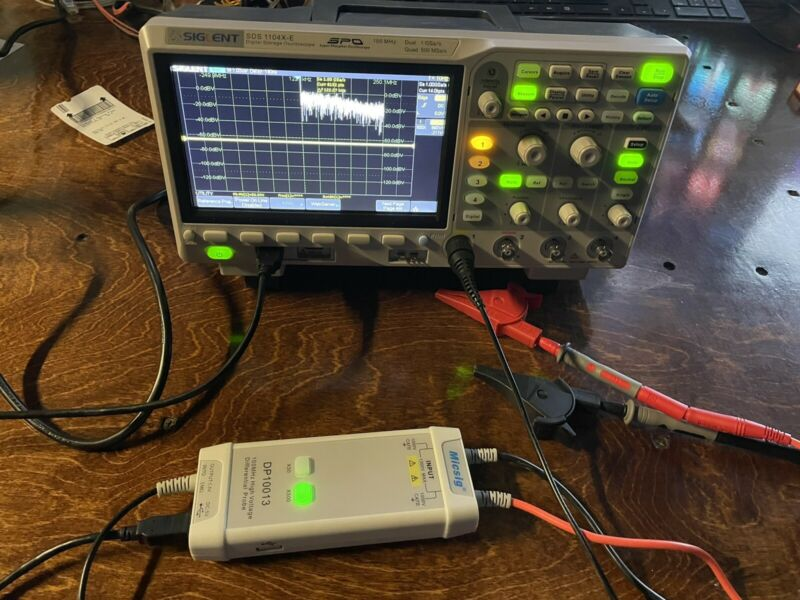 Siglent SDS1104X-E - 100 MHz / 4 Channel Digital Oscilloscope w/ DP10013