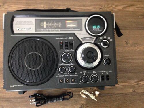 Panasonic  FM-MW-SW 5 Band Receiver Model No. RF-2600, Excellent