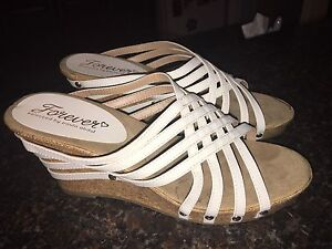 Like New Ladies White Sandals
