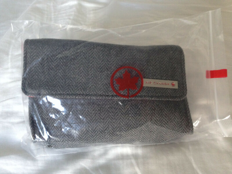 AIR CANADA GREY BUSINESS CLASS AMENITY KIT