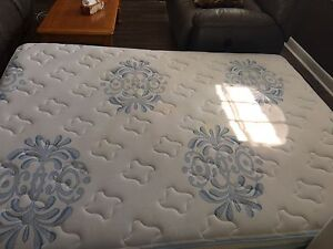 Queen (Innerspring) Mattress and Boxspring