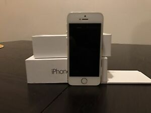 Mint IPhone 5s w/box and manual - locked to TELUS