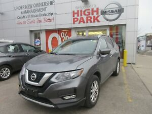 2017 Nissan Rogue SV AWD tech package+sunroof EASTER EGGTASTIC S
