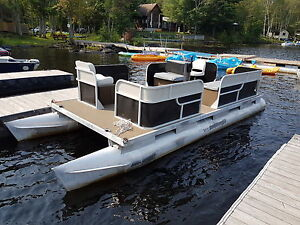 Pontoon boat Lowe 20 foot with a 9.8 mercury  8 feet wide