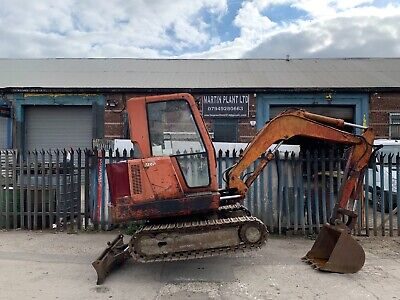 CHIEFTAIN 3 TON MINI DIGGER EXCAVATOR STEEL TRACKS FULL CAB RUNS GREAT BARGAIN