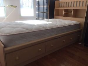 Single bed with 6 drawers,