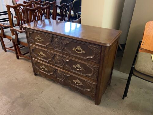CHEST/DRESSER w/ 3 DRAWERS by BAKER FURNITURE
