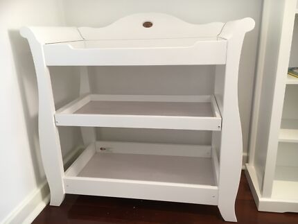 Boori Sleigh Royale Changer white in new condition