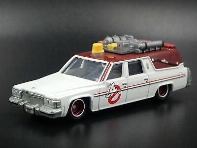 GHOSTBUSTERS ECTO 1 GIRLS 1984 CADILLAC DEVILLE HEARSE 1:64 DIECAST MODEL CAR