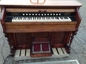 Thomas pump organ