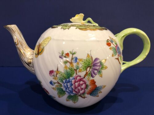 Herend Queen Victoria Teapot w/ Yellow Rose