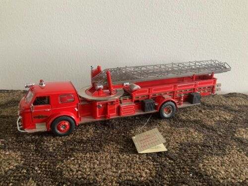 1954 Americace LaFrance mid-Mount aerial fire truck