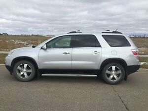 2011 GMC Acadia SLT   ONLY 32800KMs