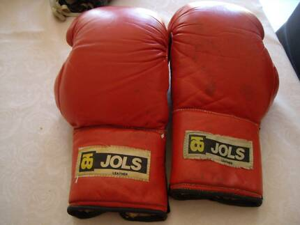 BOXING GLOVES X 2