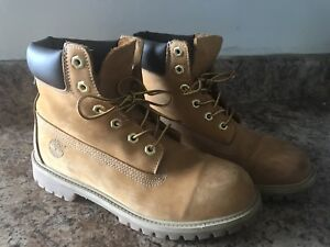 Timberland Boots (Youth 7/Womens 8.5/Mens 8)