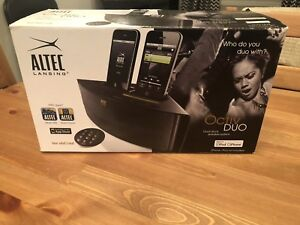 Dual Dock speaker / charger for I phone with remote