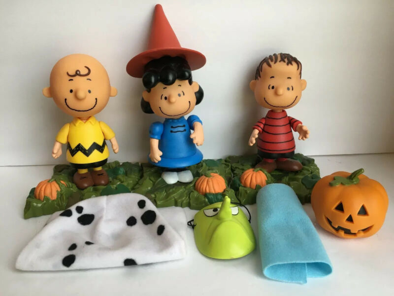 Peanuts Memory Lane Halloween Great Pumpkin Charlie Brown Lucy Linus Figure Set