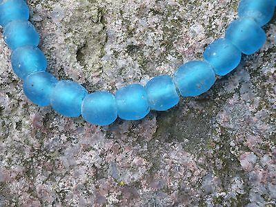 Strang Altglasperlen Recycled Glass Beads Ghana Krobo 10-11 mm Ice Blue Afryka
