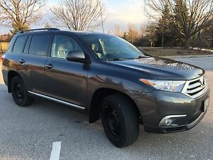 2013 Highlander toyota- excellent condition!