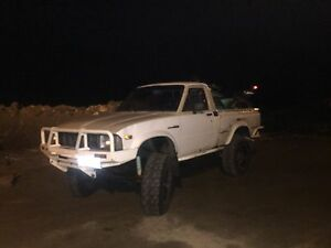 First gen Toyota 4X4 pickup With 22RE