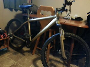 27 speed mountain bike with front shocks and disc brakes