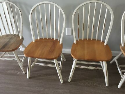 6 x spindle back Hampton style Chairs