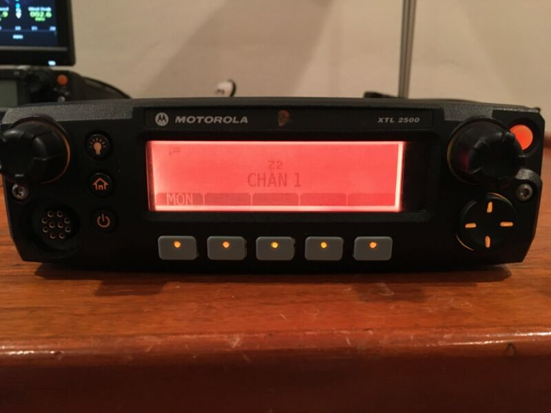 Motorola XTL2500 VHF 136-174MHz Dash Mount Radio M21KSM9PW1AN