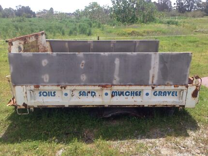 Tray for tipper