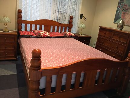 Queen size bedroom set Very Solid , bonus 2 lamps and mattress