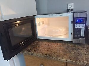 RCA Microwave for sale right away