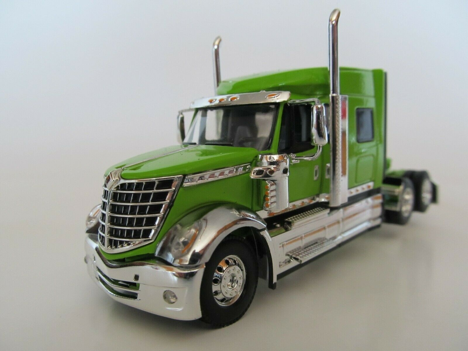 DCP 1/64 SCALE INTERNATIONAL LONESTAR LIME GREEN  (TRACTOR ONLY)