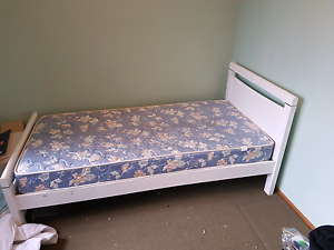 Single bed and mattress Ravenswood Charters Towers Area Preview