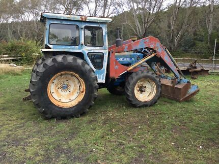 Ford 4600 4WD Tractor with Front End Loader