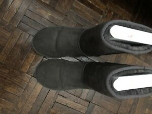 Authentic Women Ugg boots size 8