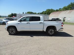 2014 Toyota Tundra SR5 5.7L V8 Accident Free!! TRD, Bluetooth...