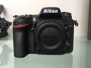 Nikon D7100 dslr body with carrying case