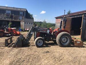 Tractor :Loader/Boxblade/Forks. Only 777hrs ! . $13,500