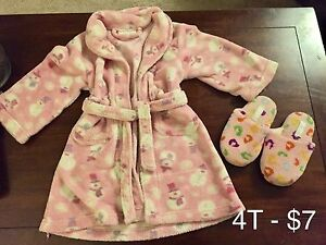 Girls 4T house coat and slippers