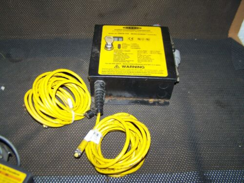 BANNER USCD-1T2 SAFETY LIGHT CURTAIN CONTROL BOX CONTROLLER w/ KEY & CABLES